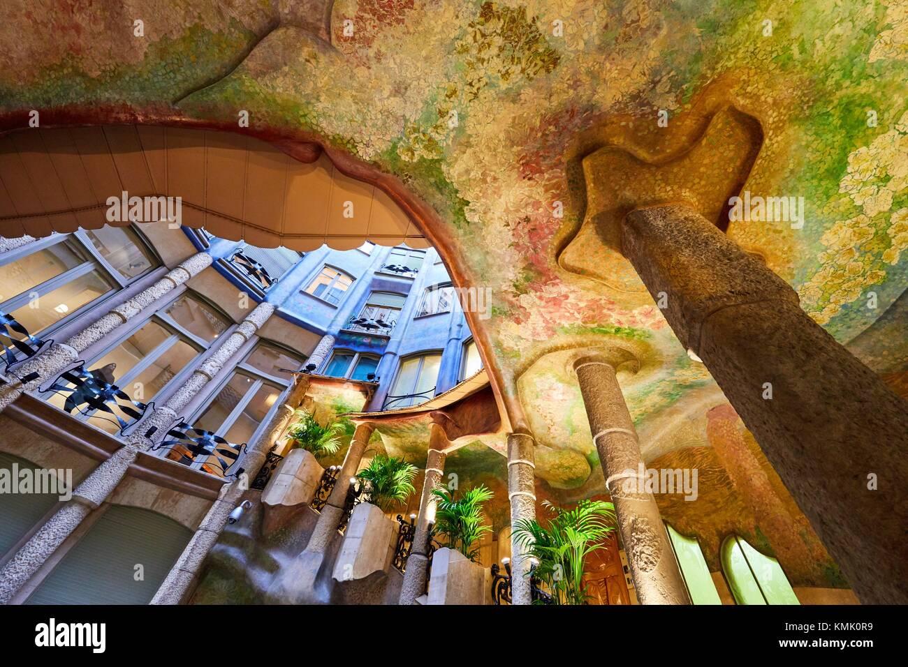 Patio, Casa Mila, edificio de La Pedrera, de Antoni Gaudí, Barcelona, Cataluña, España Imagen De Stock