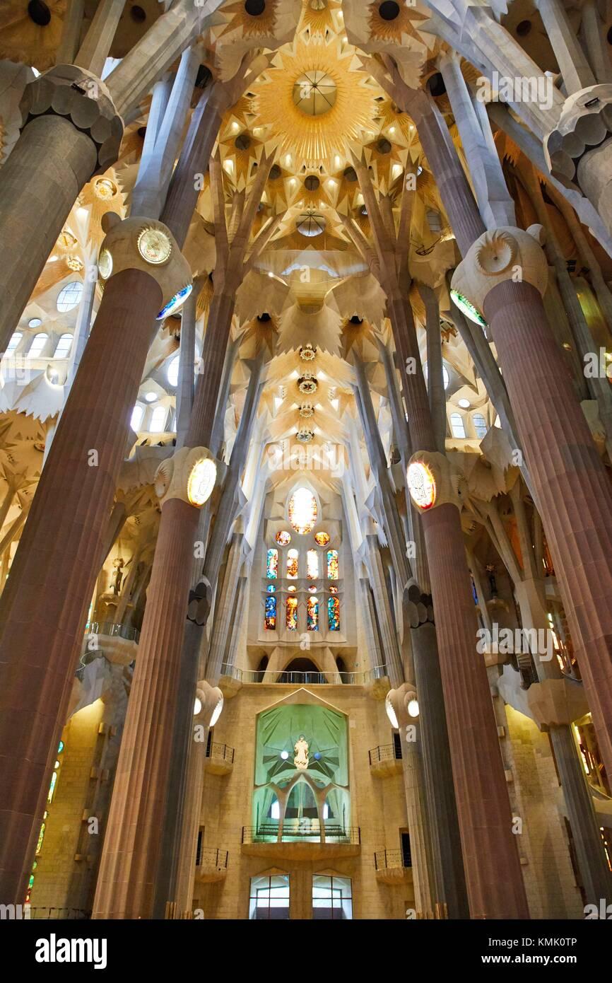 La Iglesia de La Sagrada Familia, obra del arquitecto Antoni Gaudí, Eixample Barcelona, Cataluña, España Imagen De Stock