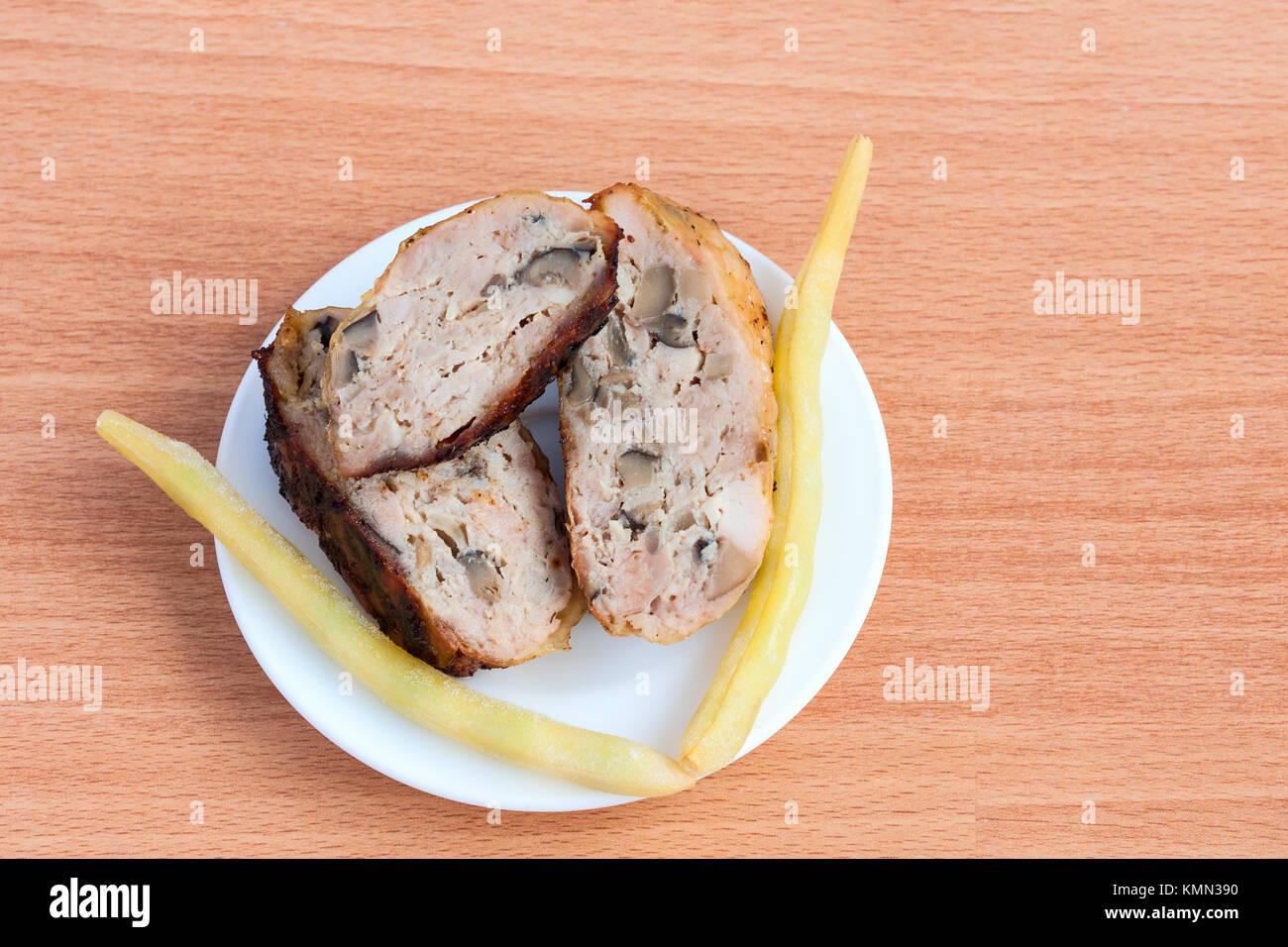 Cuartos de pollo asado a la parrilla Foto & Imagen De Stock ...