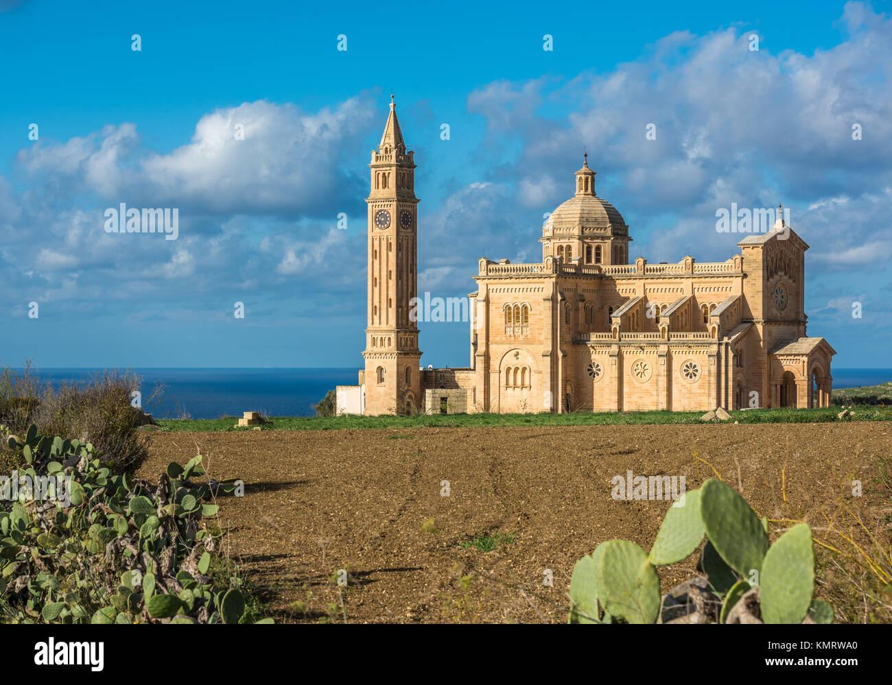 La Basílica del Santuario Nacional de la Virgen de Ta Pinu, en Gozo, Malta Foto de stock