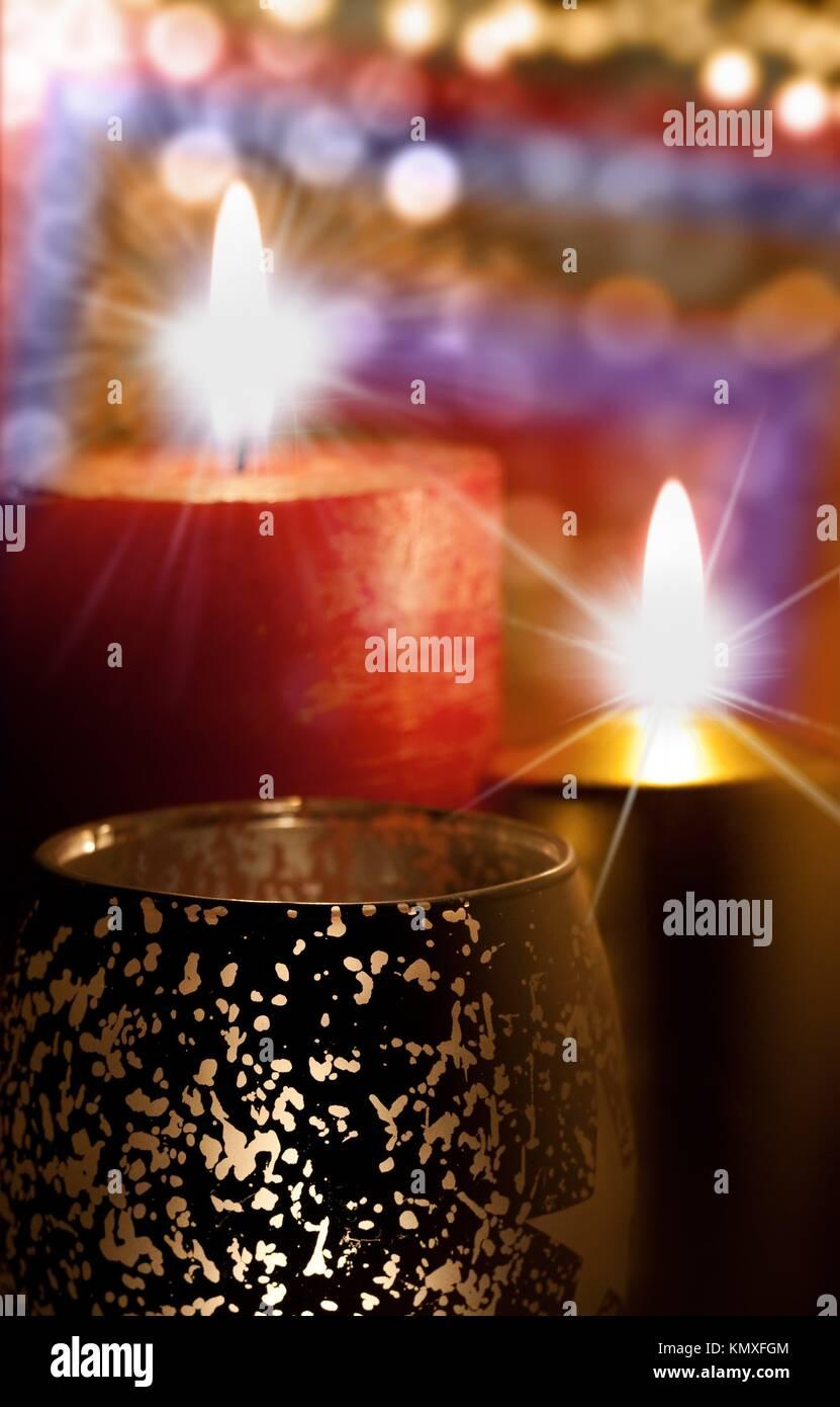Algunas velas encendidas sobre Fondos abstractos Imagen De Stock