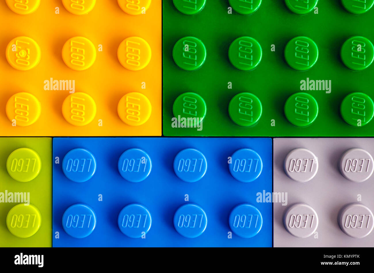 Tambov, Rusia - Julio 24, 2016 fondos de diferentes colores baseplates Lego. Foto de estudio. Imagen De Stock