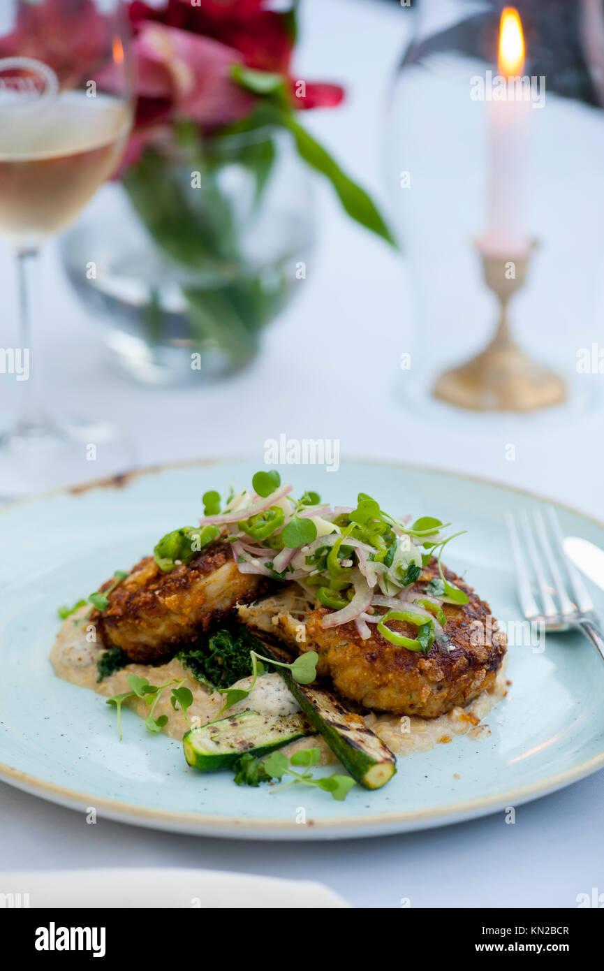 Ee.Uu. Virginia va bodega Williamsburg Cafe fina cocina provenzal elegante comida tortas de cangrejo Chesapeake Imagen De Stock