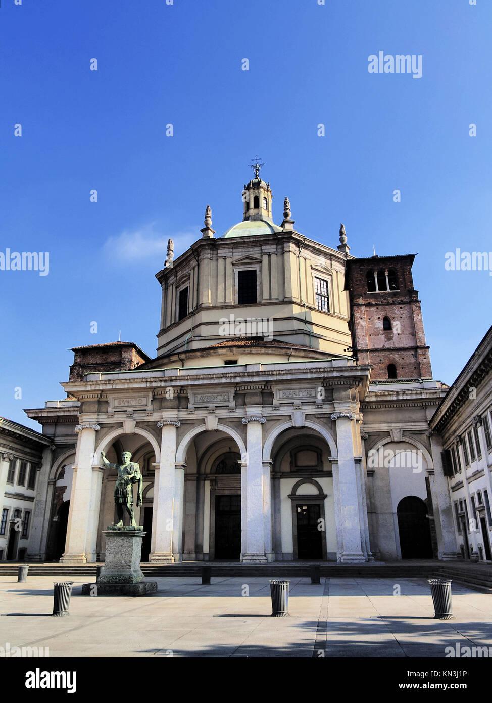 La Basílica de San Lorenzo en Milán - ciudad en Lombardía, Italia. Foto de stock