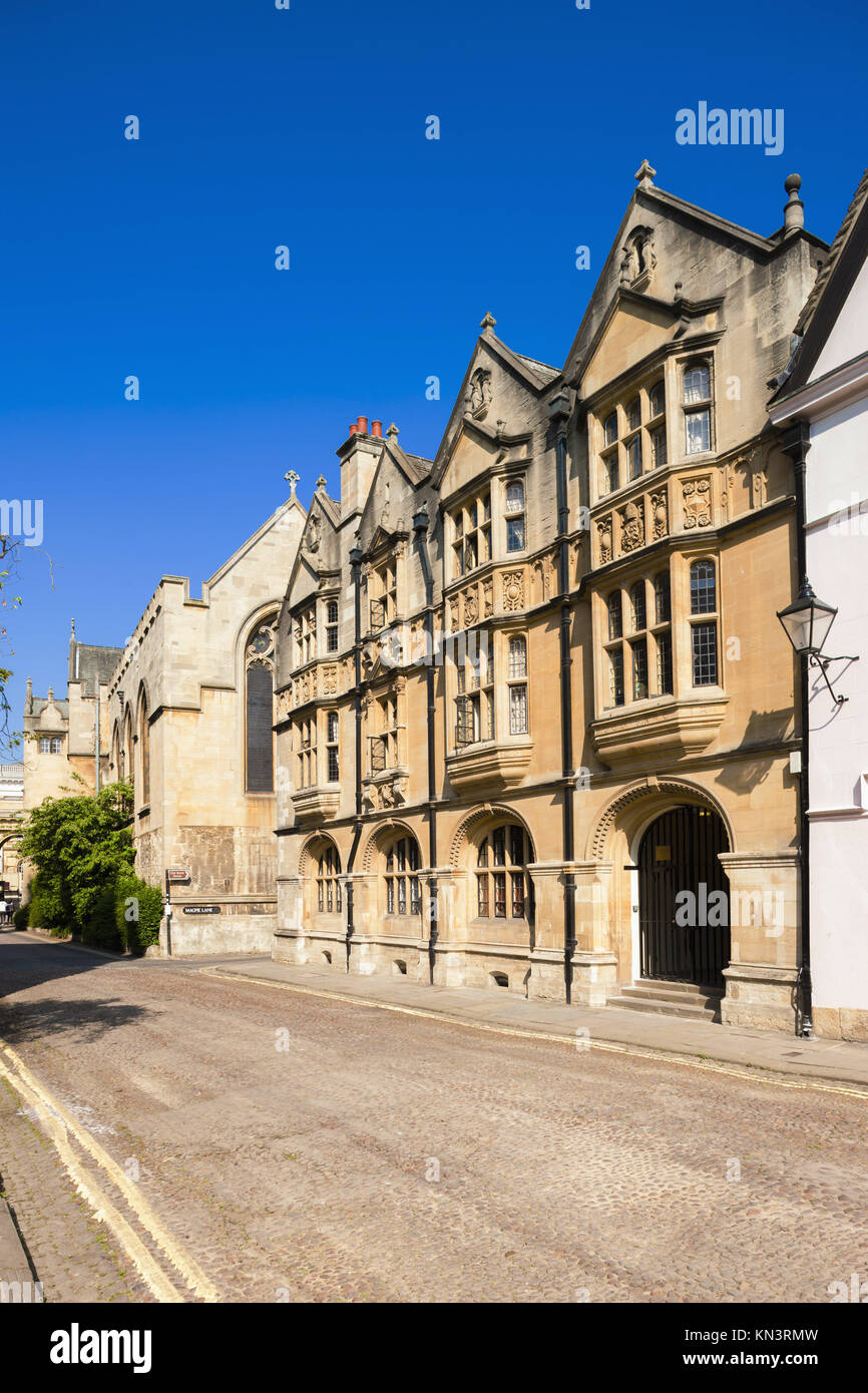 Casa antigua de piedra, en la esquina de Magpie Lane y Merton Street, Oxford, Oxfordshire, Inglaterra. Imagen De Stock