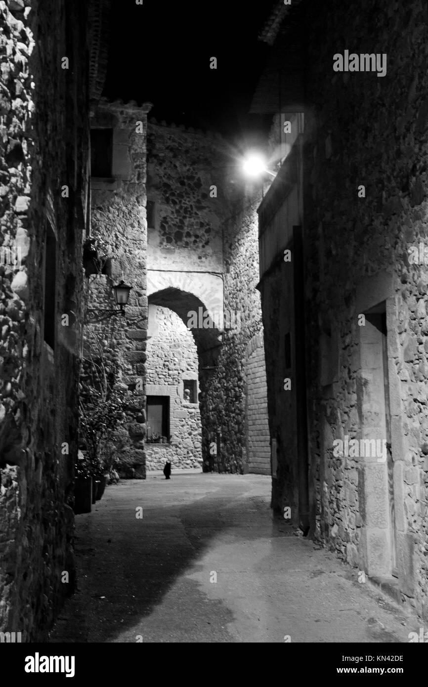 Corsa es una pequeña ciudad de piedra en Girona España. Imagen De Stock