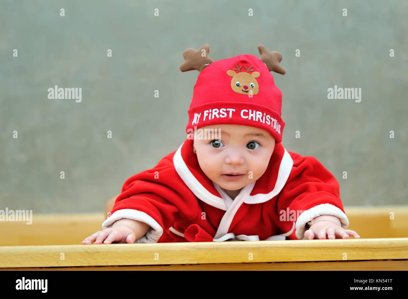 Reindeer Hat Imágenes De Stock   Reindeer Hat Fotos De Stock - Alamy a9d1459ccc8