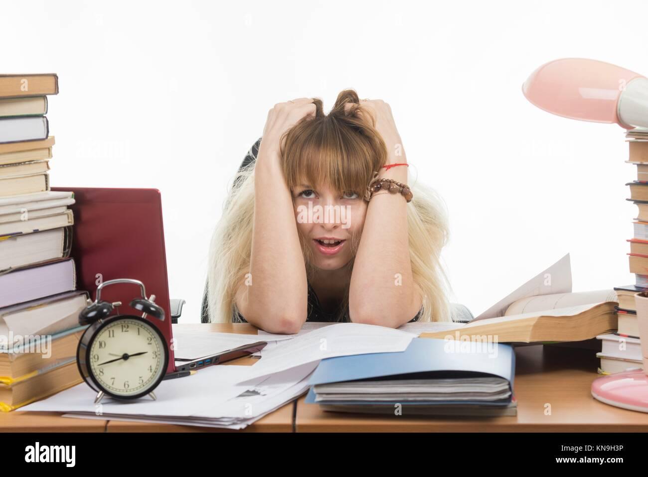 El estudiante no se siente la tensión nerviosa. Imagen De Stock