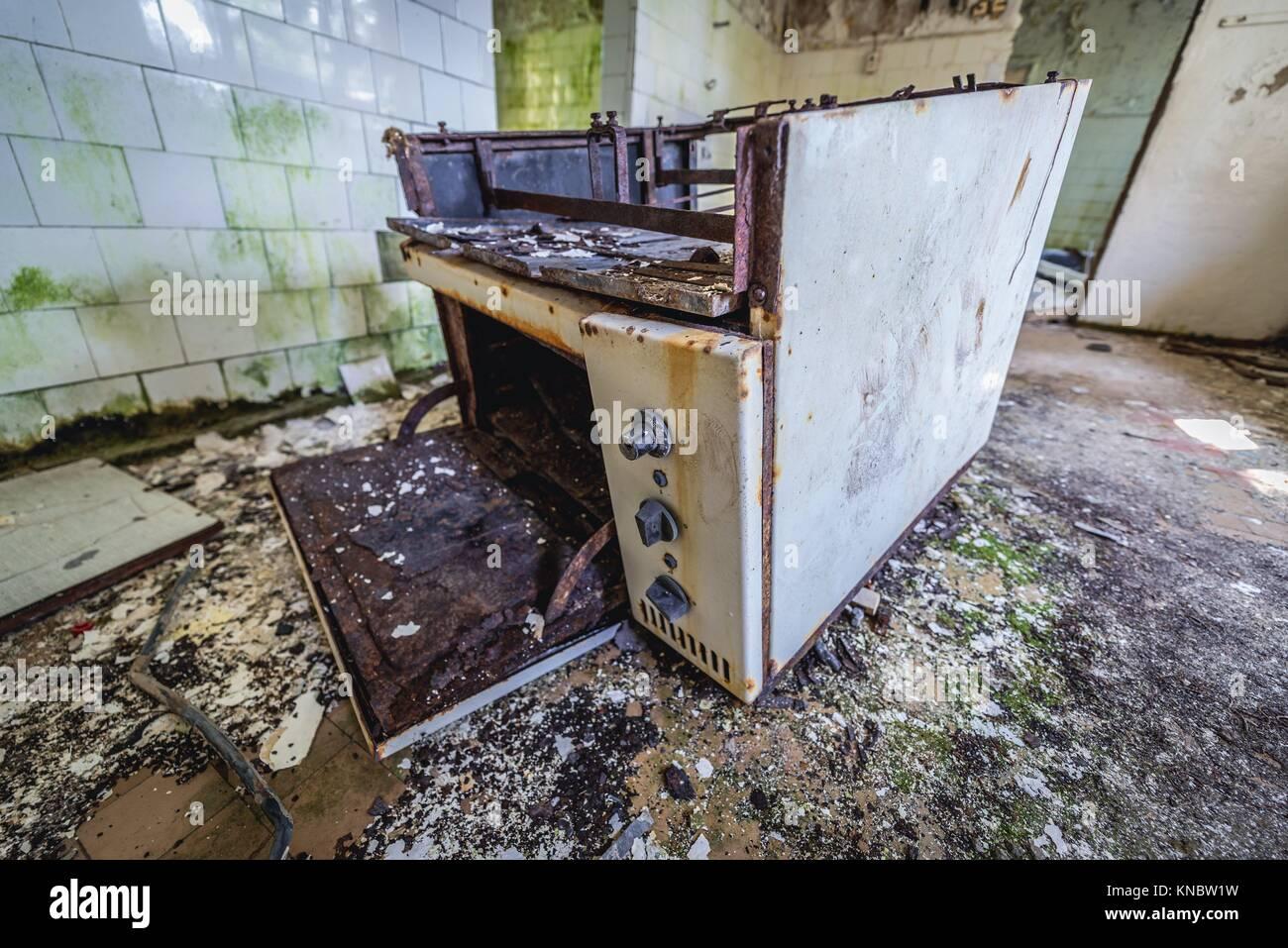 La cocina de la escuela de párvulos en Skrunda-1 Ghost Town, antiguo emplazamiento de la estación de radar Imagen De Stock