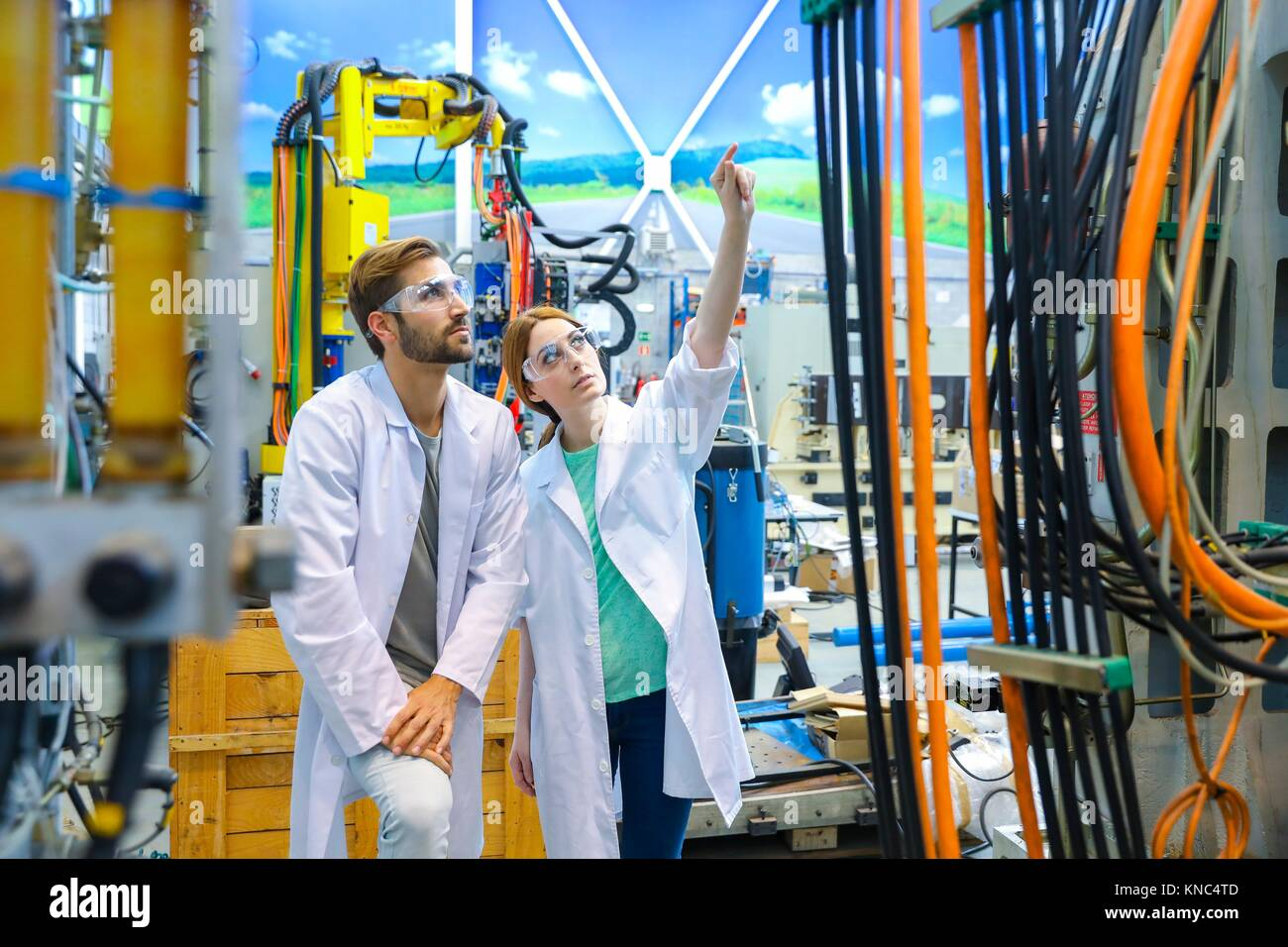 Los investigadores en el centro de mecanizado, industria, Tecnalia Research & Innovation, Technology and Research Foto de stock