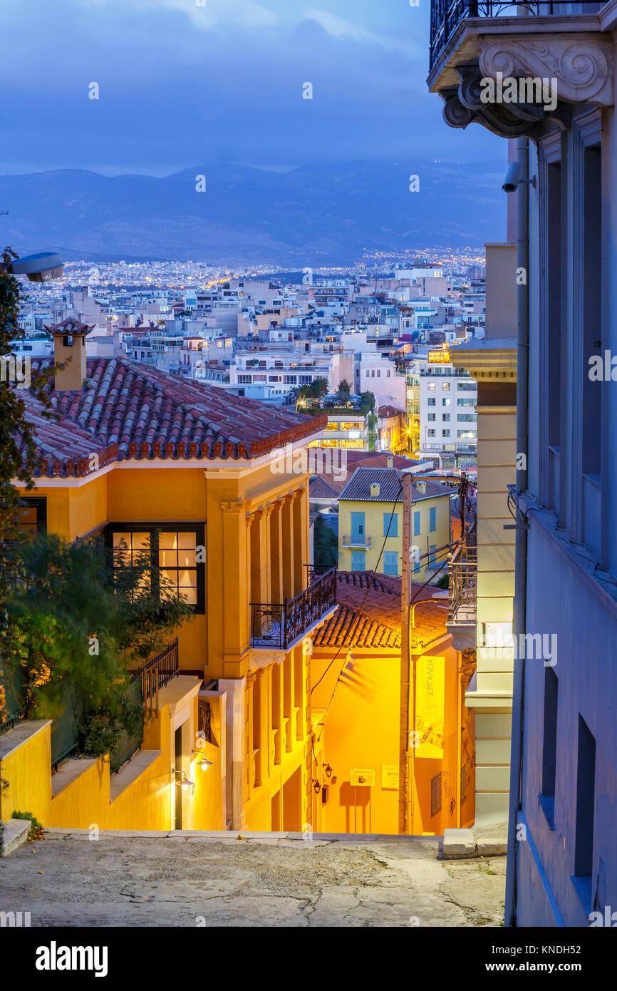 Las calles de Plaka, la antigua ciudad de Atenas, Grecia. Imagen De Stock