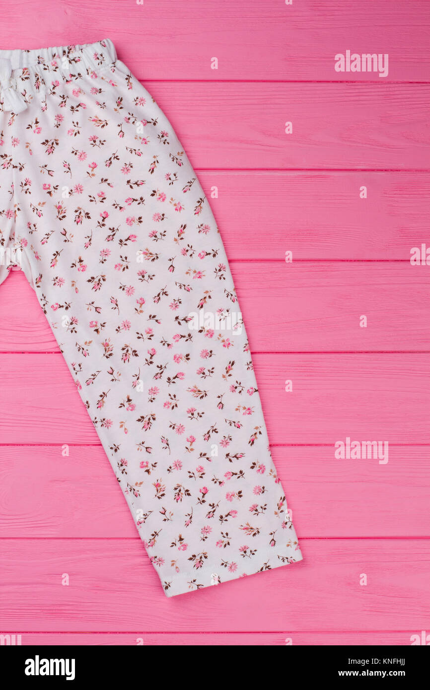 be7ddd6fbb7b Pantalones De Pijama Rosa Imágenes De Stock & Pantalones De Pijama ...