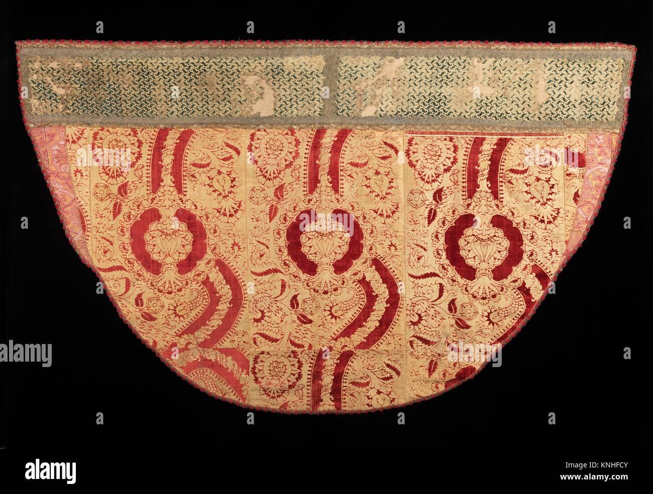 """Cope. Fecha: cuarto trimestre del siglo XV; Cultura: italiano; Media: Seda, metal; Dimensiones: 52 1/2"""". (133,4 cm); clasificaciones: Textiles-Velvets, Foto de stock"""