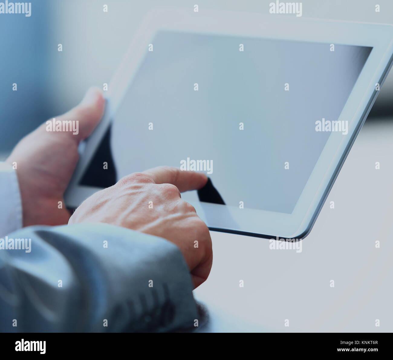 Empresario celebración tableta digital Imagen De Stock