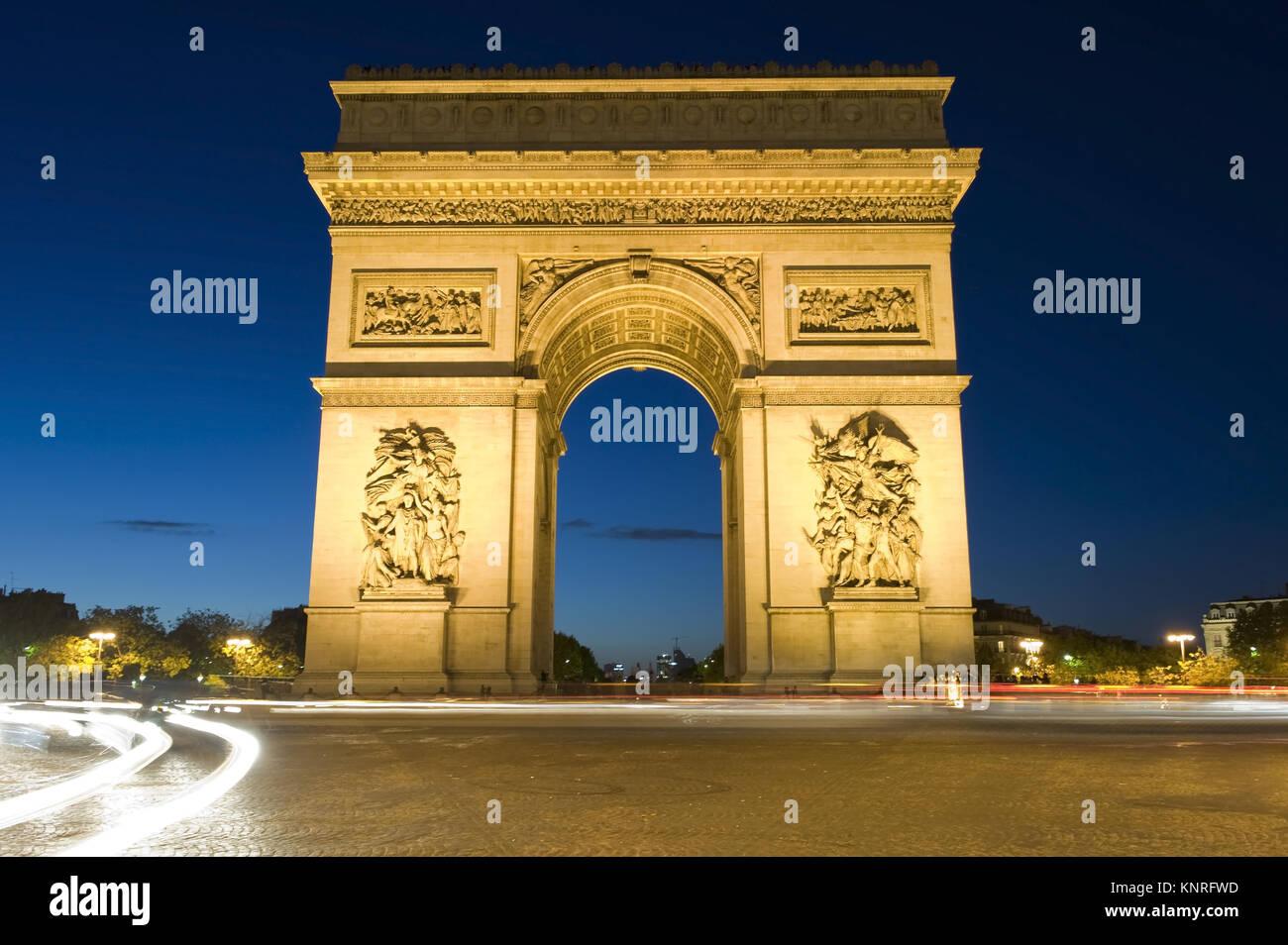 Arc de Triomphe Beleuchteter bei Nacht, Paris, Frankreich Imagen De Stock