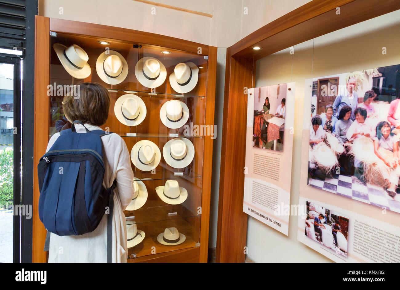 Cuenca Panama Hats Imágenes De Stock   Cuenca Panama Hats Fotos De ... 4631d0cb486