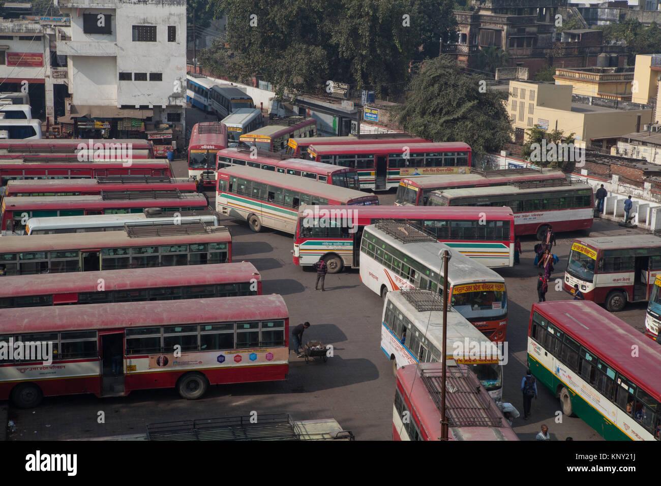 Resultado de imagen de estacion de autobus en la india