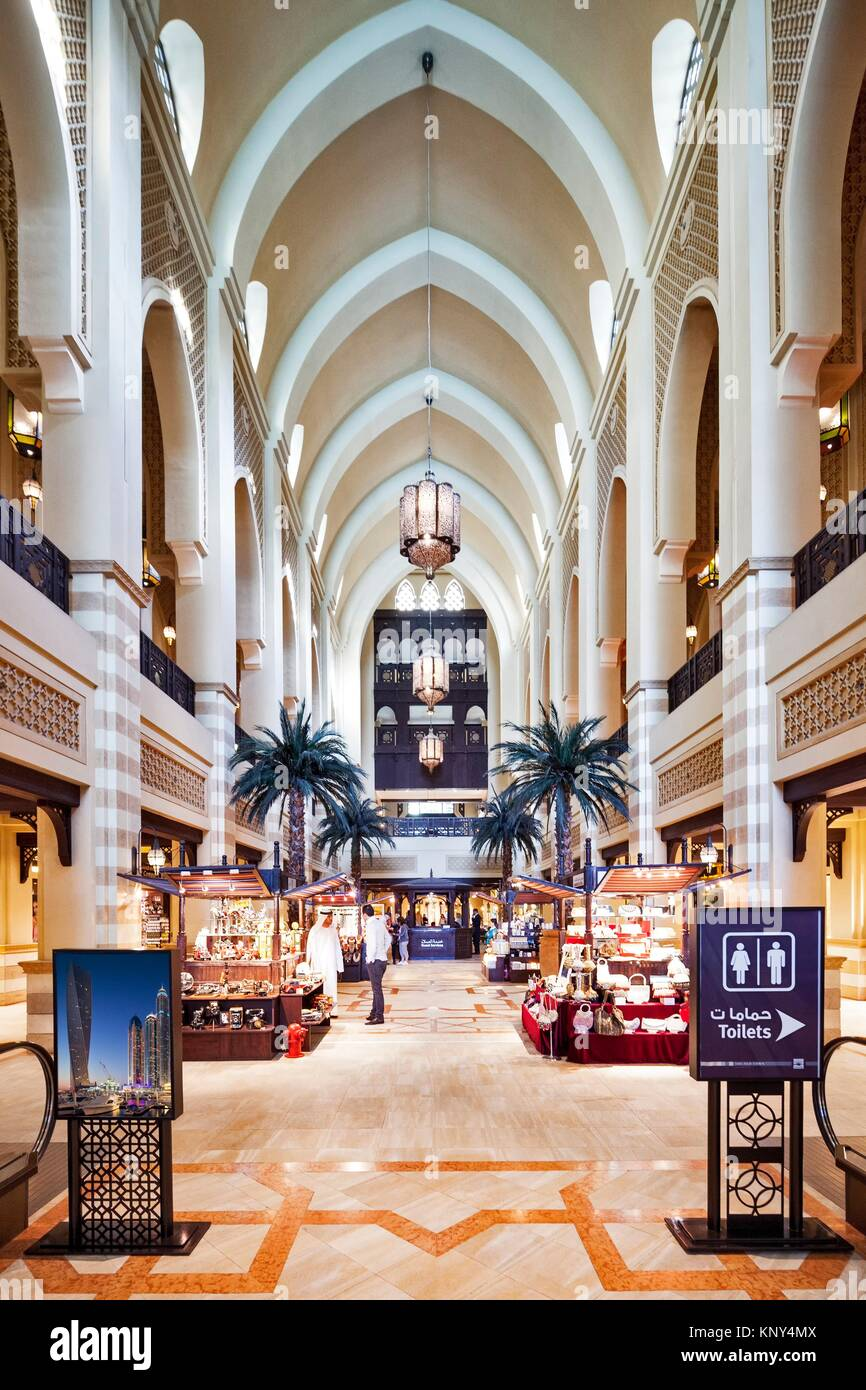 Interior del zoco Al Bahar, Business Bay, en Dubai, en los Emiratos Árabes Unidos. Imagen De Stock