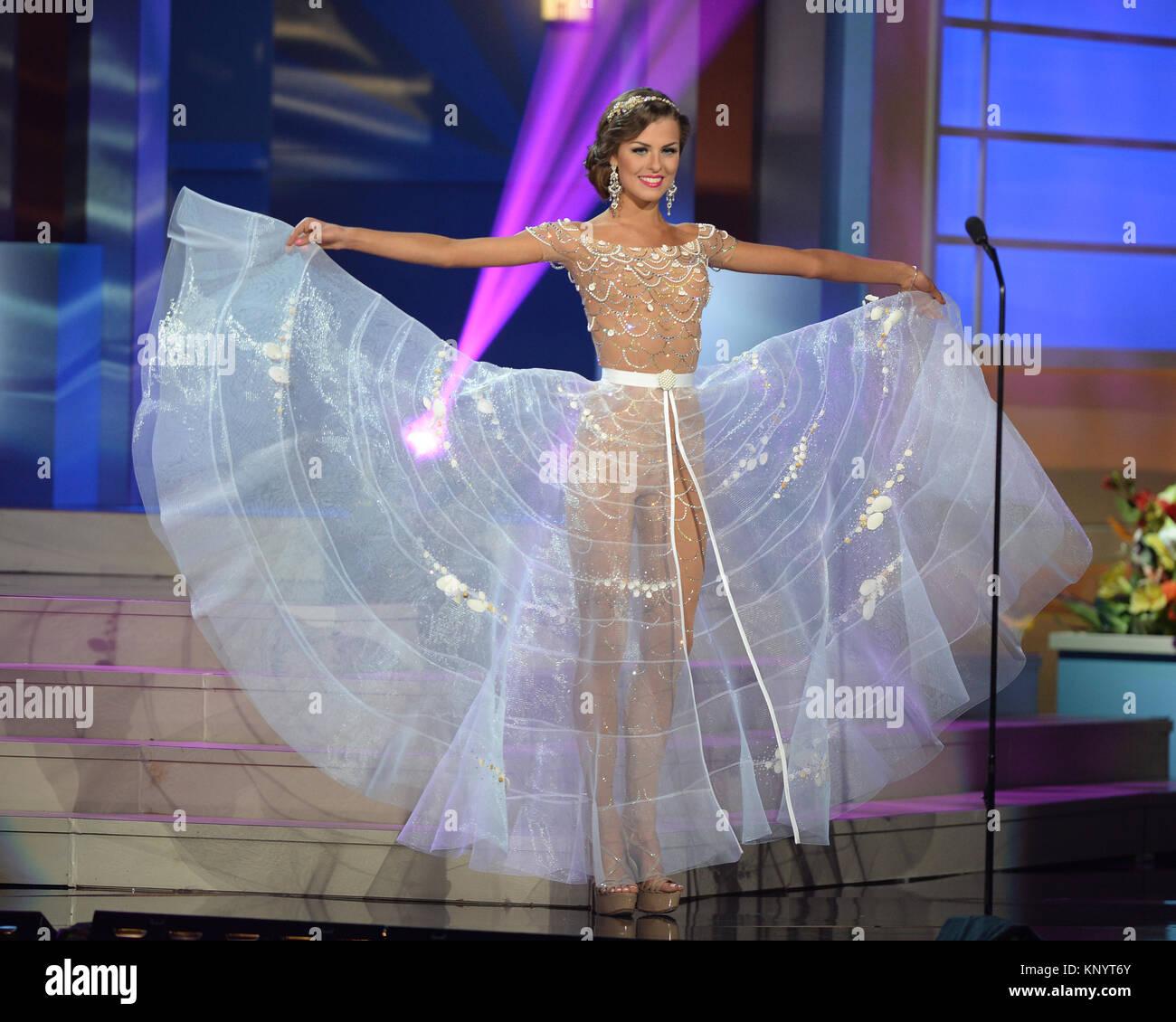 MIAMI, FL - 21 de enero: Miss Lituania Patricija Belousova compite en la 63 edición anual de Miss Universo la competencia Foto de stock