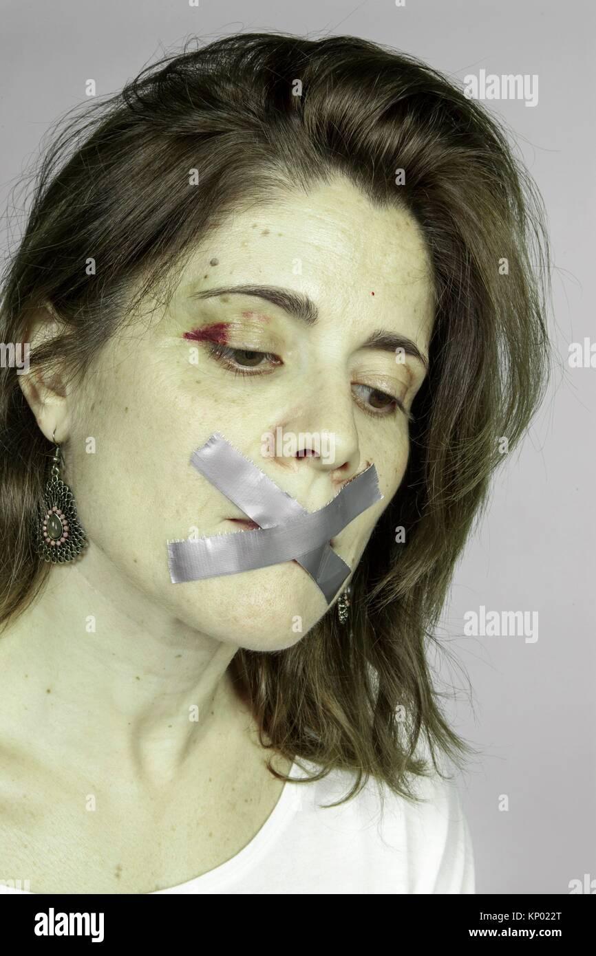 Silencio de una mujer maltratada Imagen De Stock