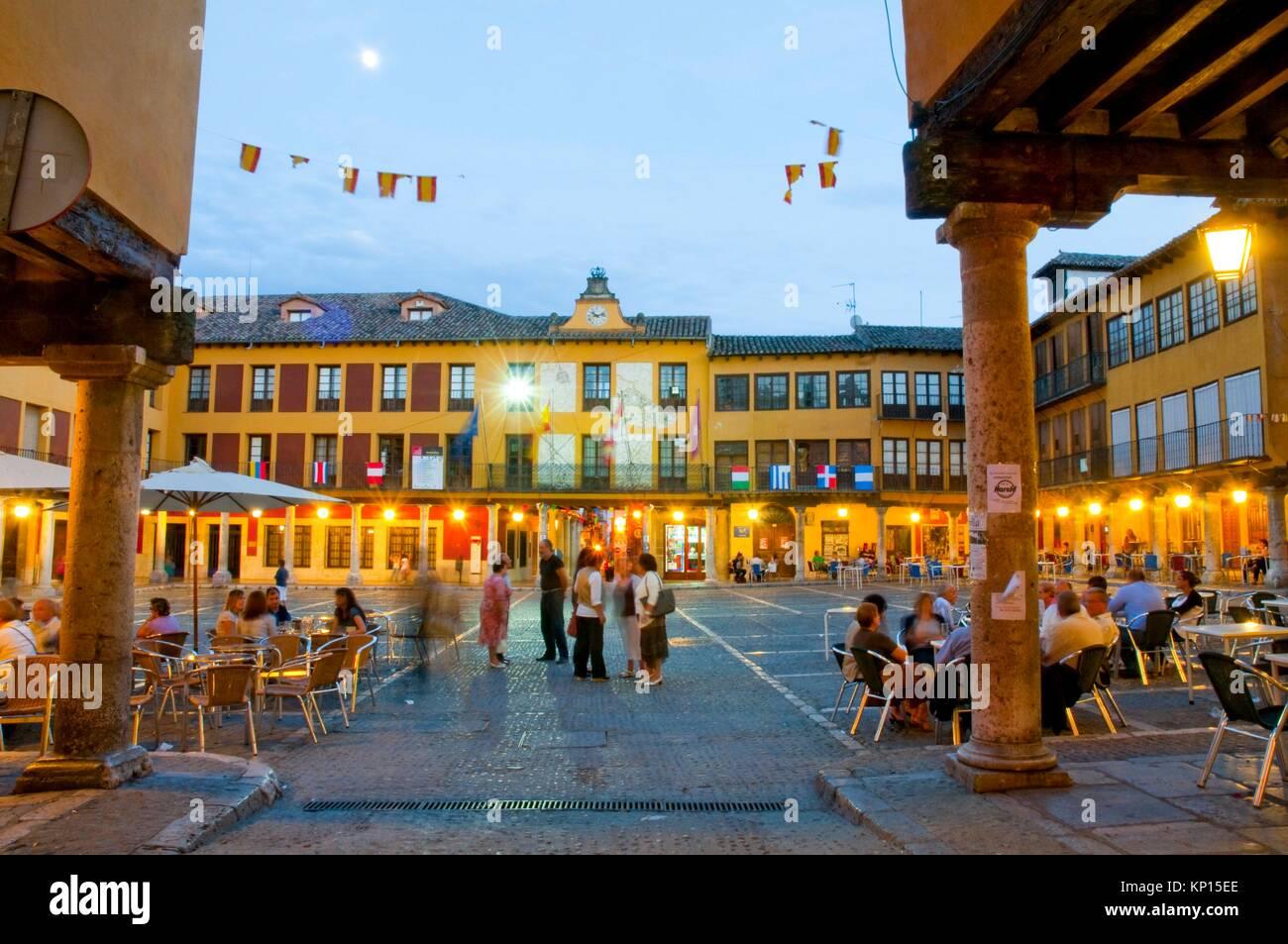 Terrazas En La Plaza Mayor La Vista De Noche Tordesillas