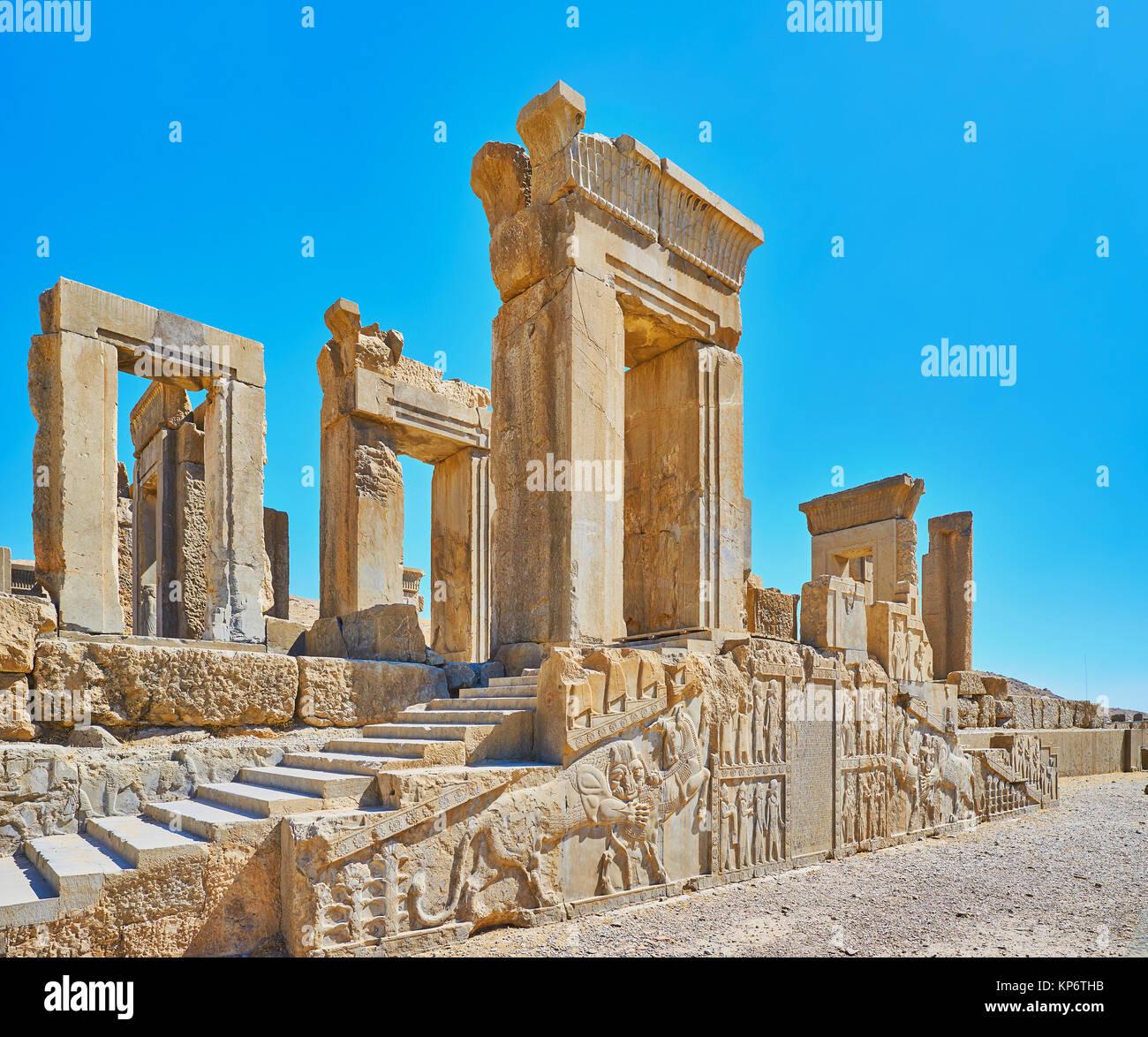Las antiguas ruinas del palacio Tachara en Persépolis sitio arqueológico preservado con relieves y decoraciones Foto de stock