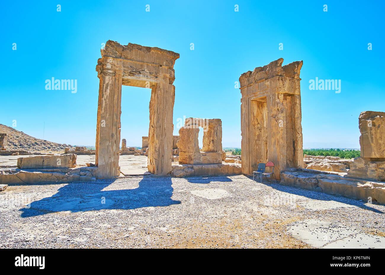 Las ruinas de Tripylon, antigua sala del Concejo del rey persa, sitio arqueológico de Persépolis, Irán. Imagen De Stock