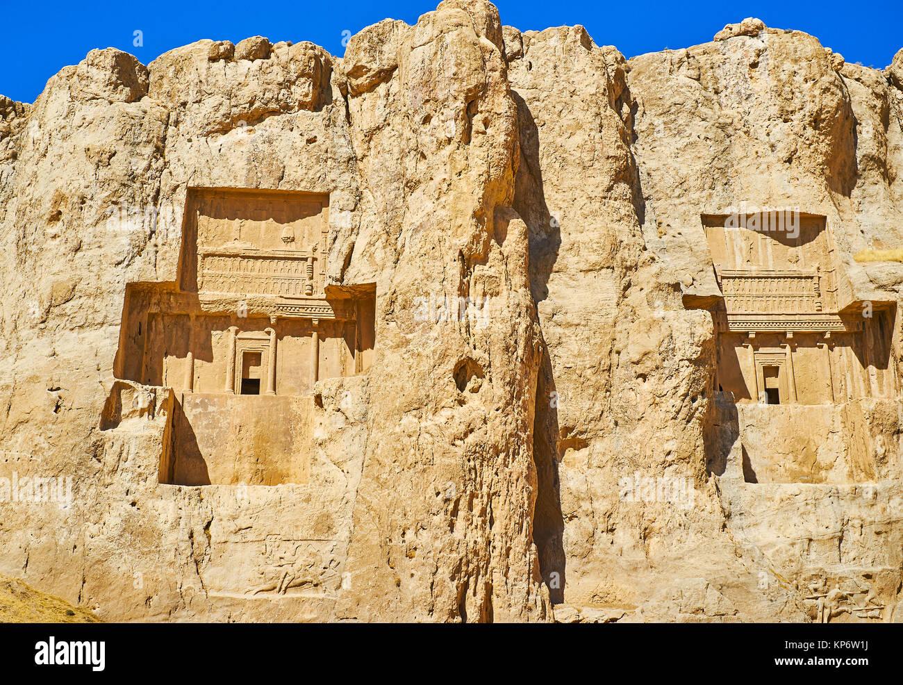 Las monumentales mausoleos de los antiguos reyes de Persia se cortan en Hossein Mount, Naqsh-e Rustam sitio arqueológico, Foto de stock