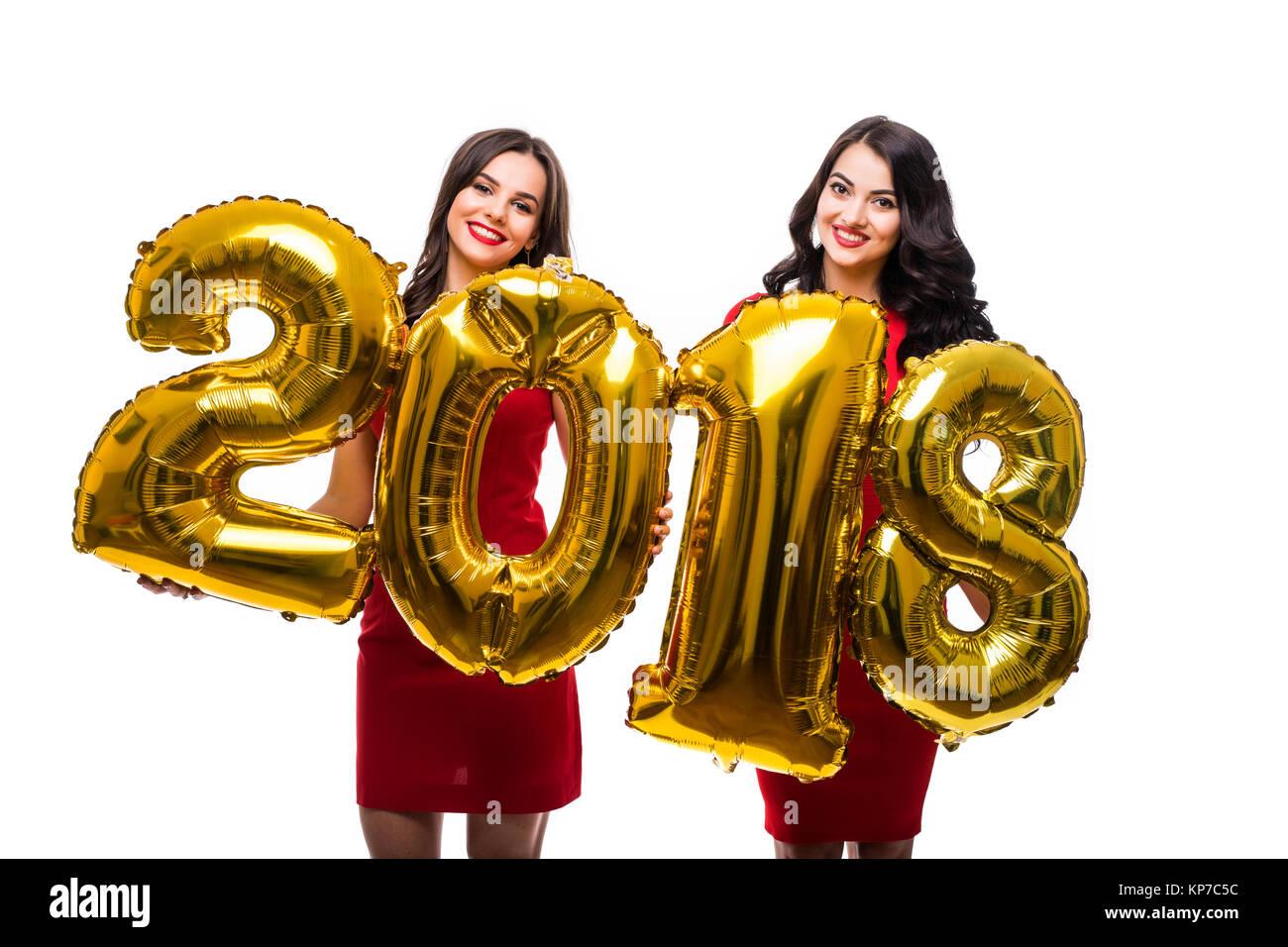 Retrato De Dos Niñas Feliz Alegre En Vestidos Rojos Posando