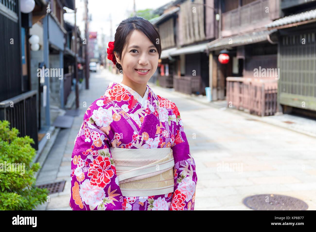 Mujer japonesa con ropa tradicional japonesa en Kioto Foto & Imagen ...