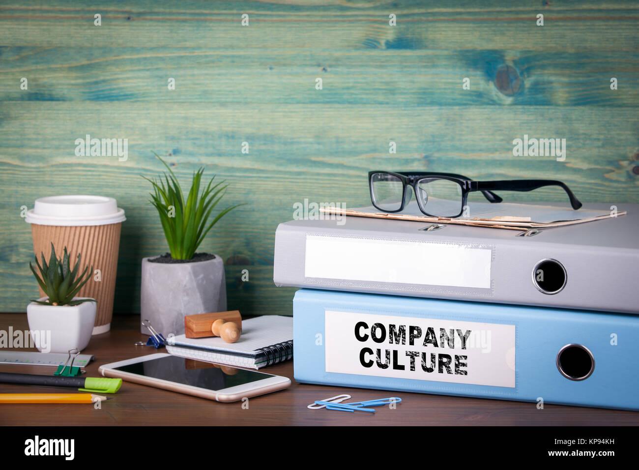 Cultura de la empresa. Encuadernadoras de escritorio en la oficina. Antecedentes comerciales Imagen De Stock