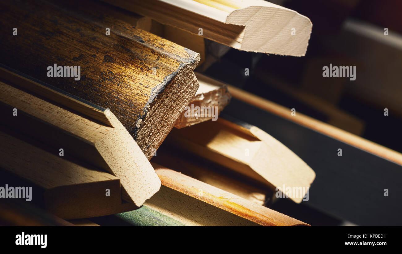 Resumen composición de diversos marcos decorativos de madera para ...
