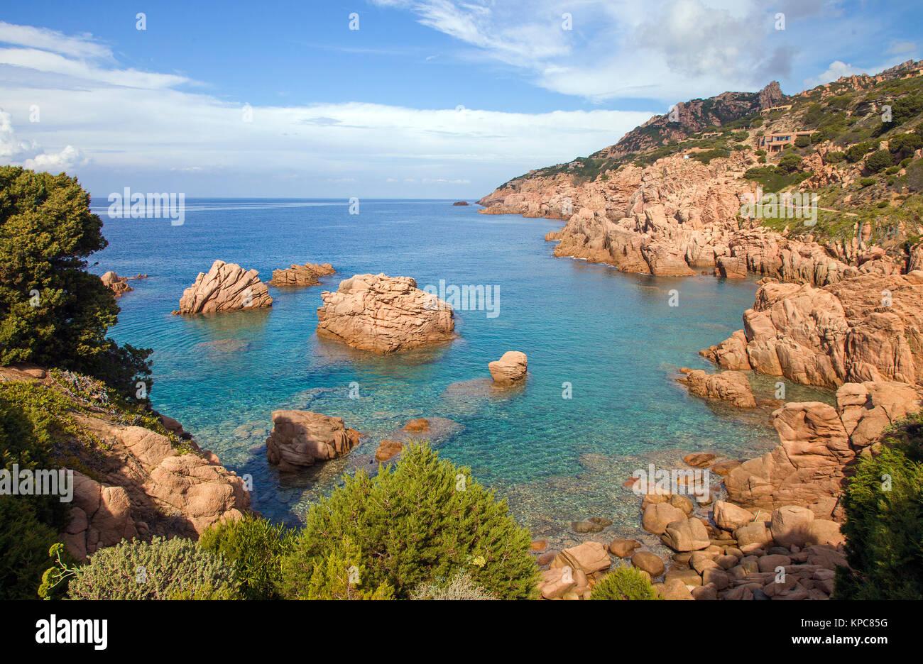 Rocas de pórfido, paisaje costero en Costa Paradiso, Cerdeña, Italia, el mar Mediterráneo, Europa Foto de stock