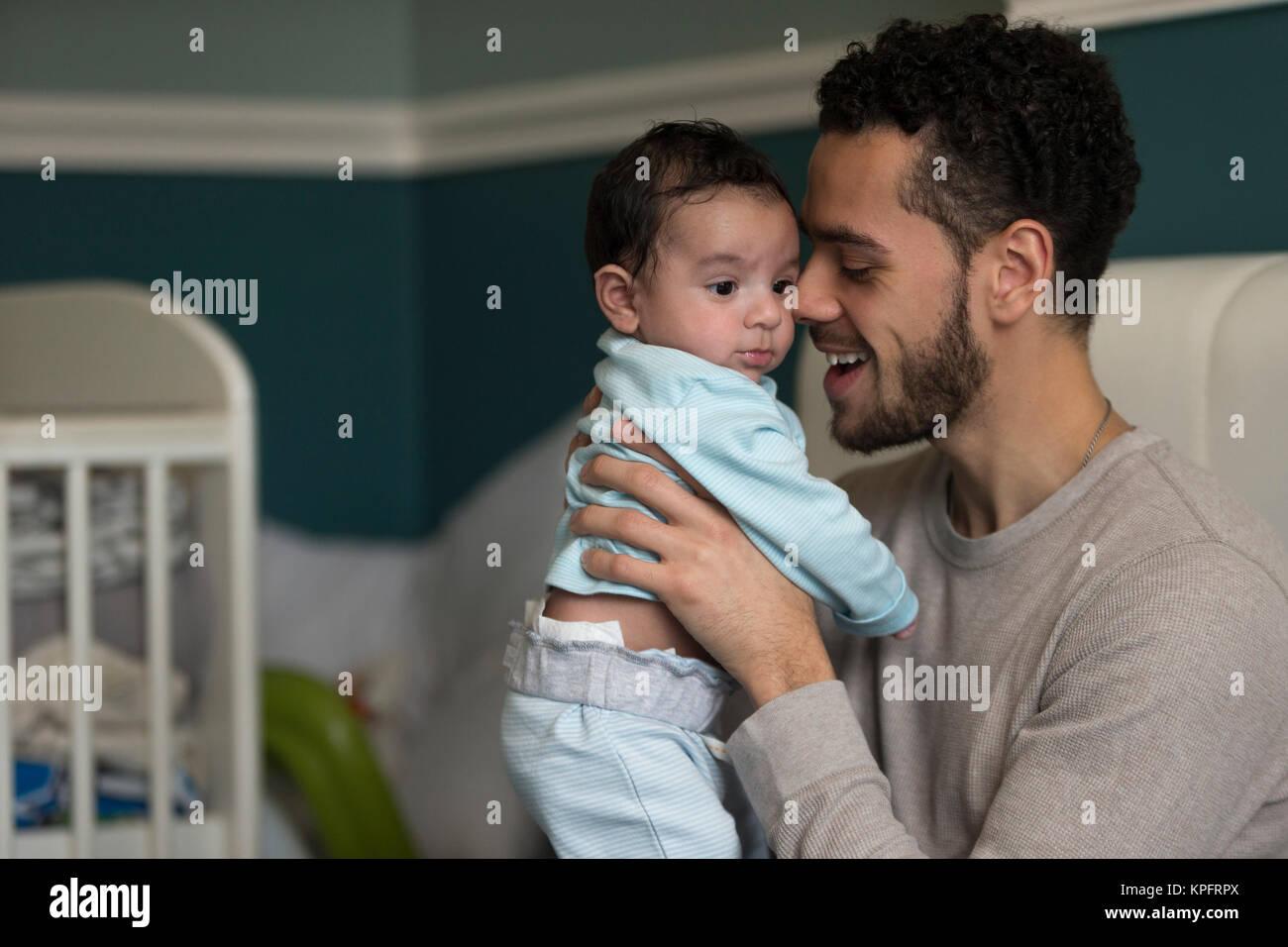 Los mimos con Daddy Imagen De Stock