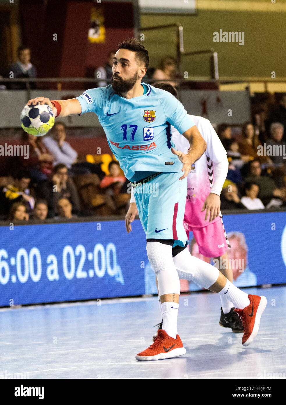 León, España. 16 de diciembre de 2017. Valero Rivera (FC Barcelona) en acción durante el partido Imagen De Stock