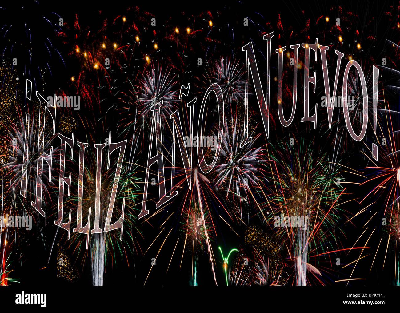 ¡Feliz Año Nuevo! Fuegos Artificiales 2018 Feliz Año Nuevo en español. Concepto disponible con Imagen De Stock