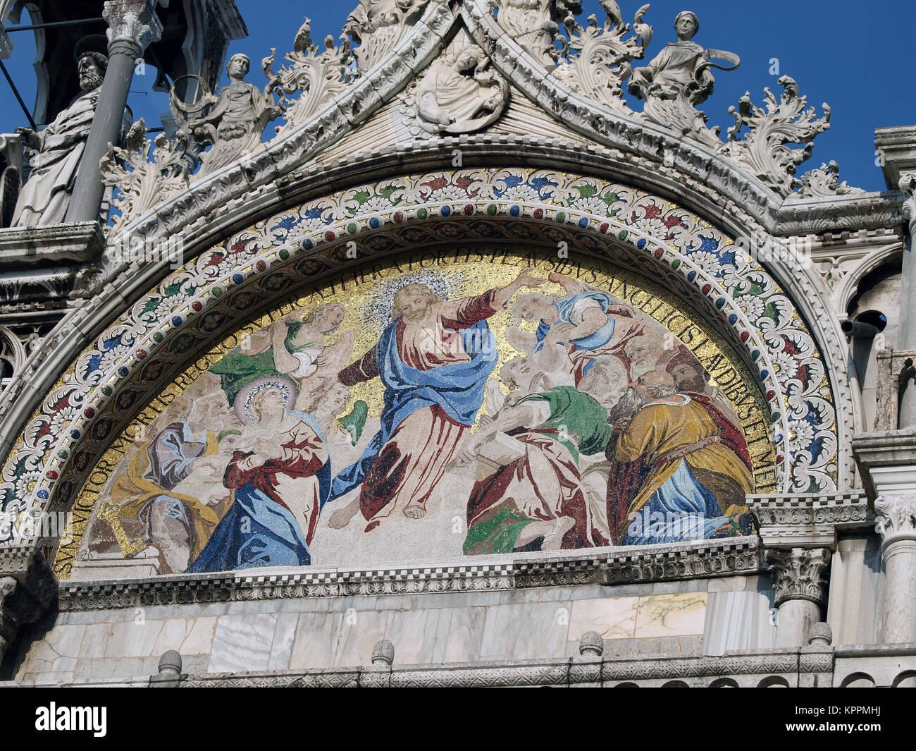 Venecia - la basílica de San Marcos. Mosaico de fachada superior ...