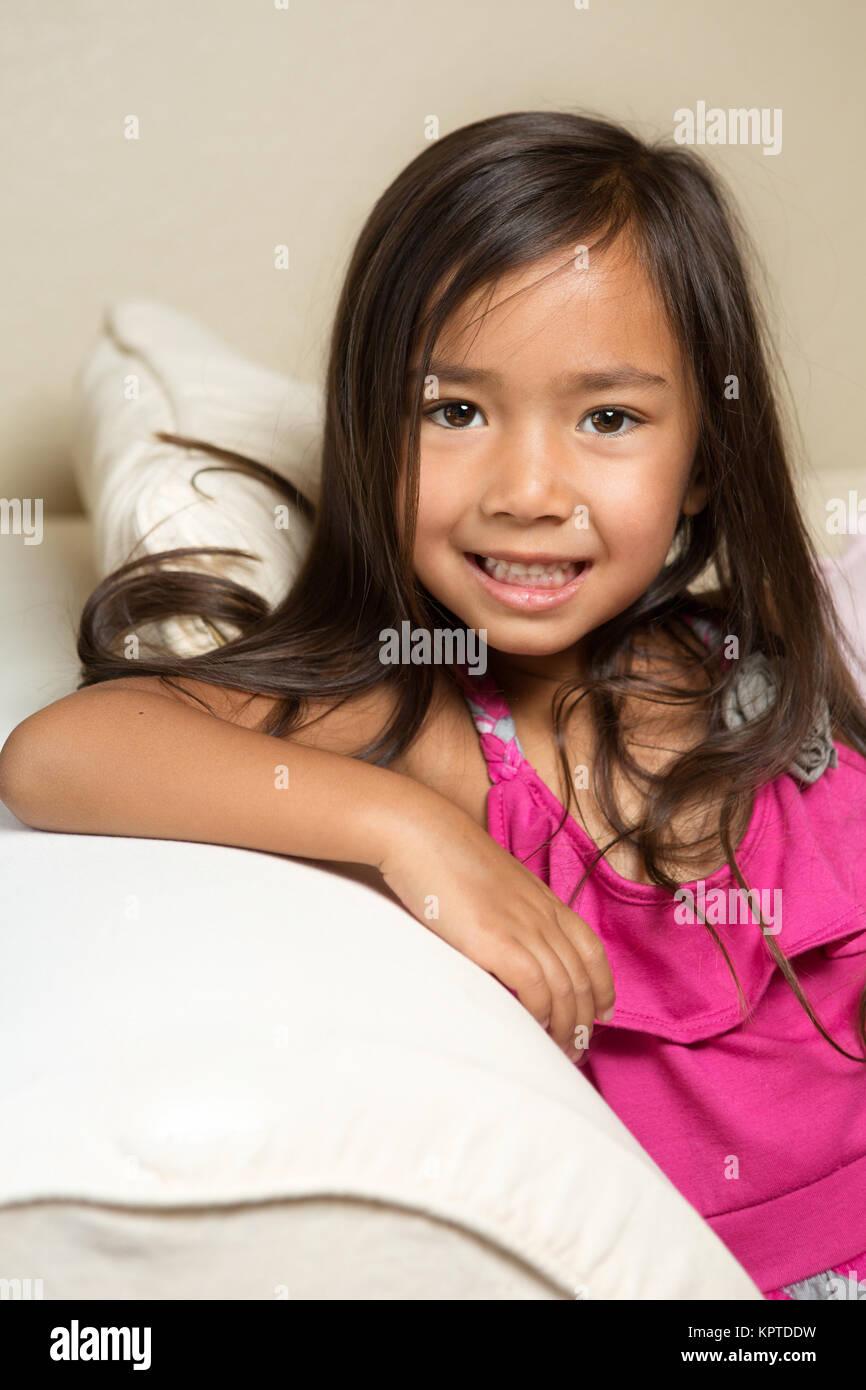 Cute Little Girl Asiática. Imagen De Stock