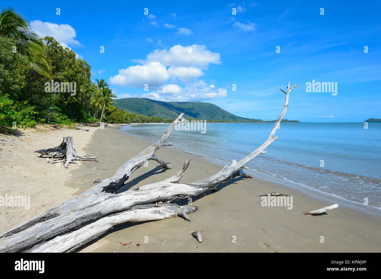 Vista de Scénic Kewarra Beach, un suburbio de populares playas del norte de Cairns, Far North Queensland, FNQ, Imagen De Stock