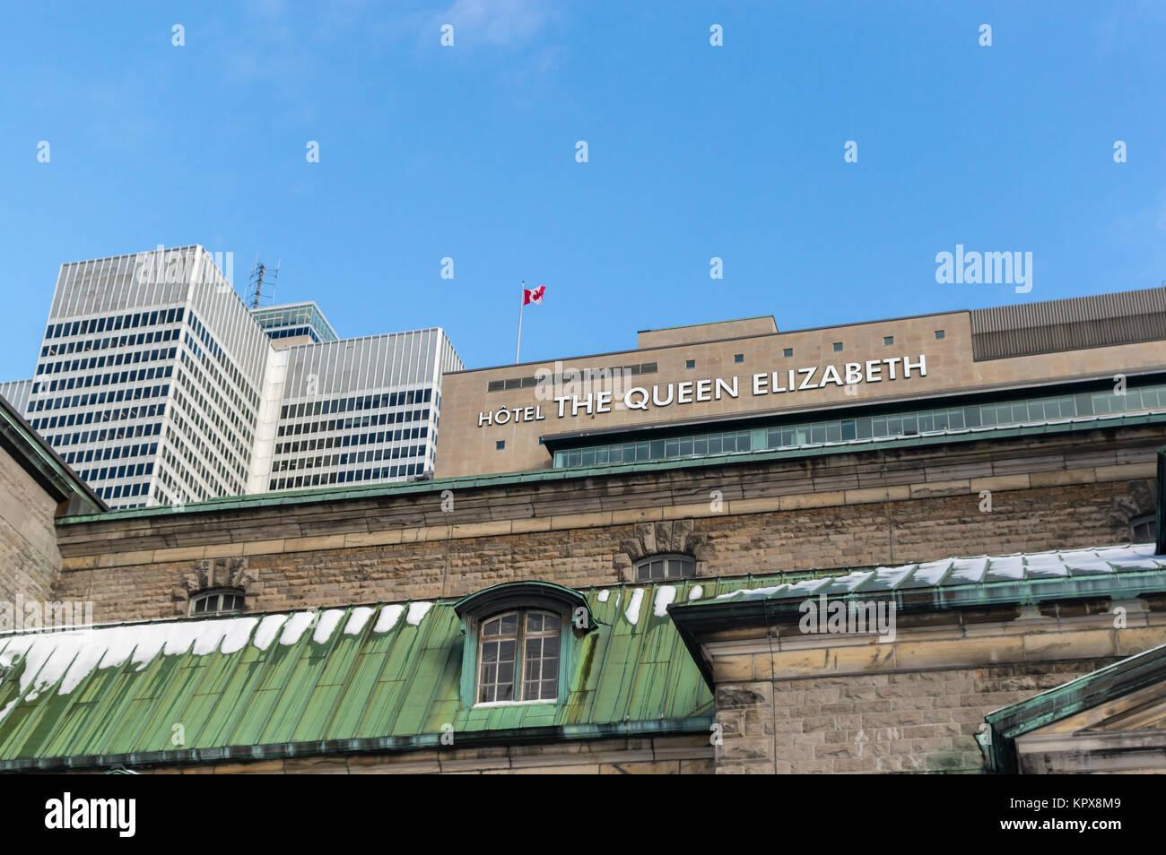 Montreal, Canadá - 11 de diciembre de 2017: Victoria lugar un rascacielos y el Queen Elizabeth Hotel en Montreal Imagen De Stock