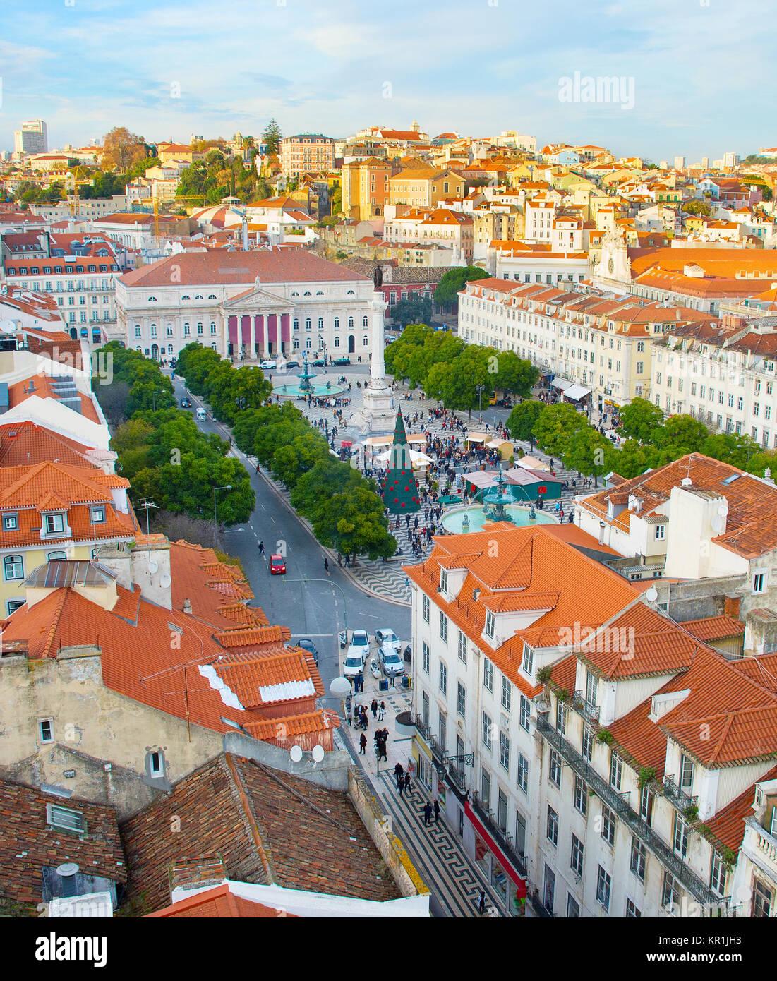 Aeriak vista de la plaza de Rossio y el casco antiguo de la ciudad de Lisboa, Portugal. Foto de stock