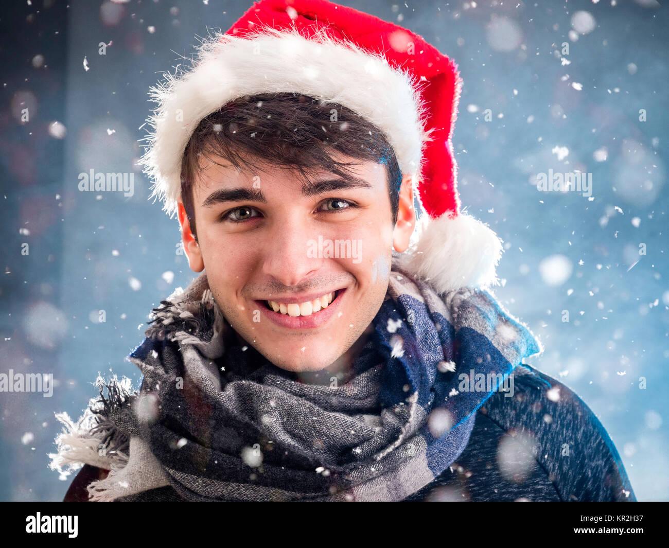 Hombre alegre en Santa Claus hat Imagen De Stock