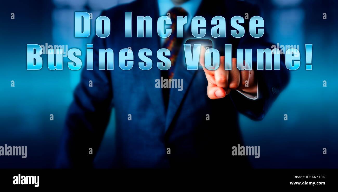 Empresario pulsando hacer aumentar el volumen de negocio! Imagen De Stock