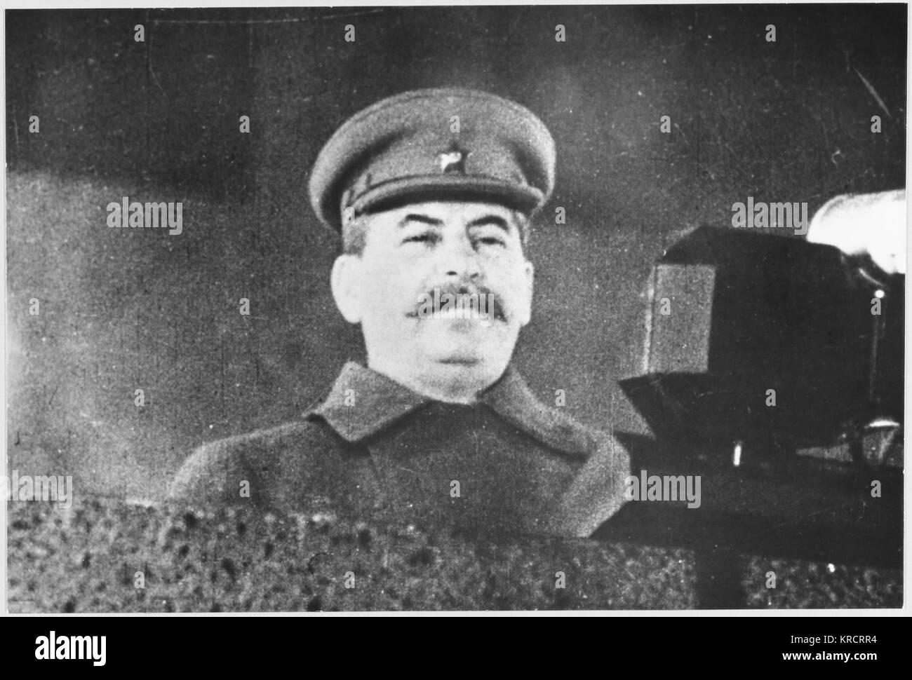 Stalin asiste a una manifestación en la Plaza Roja de Moscú. Fecha: Noviembre de 1941 Imagen De Stock