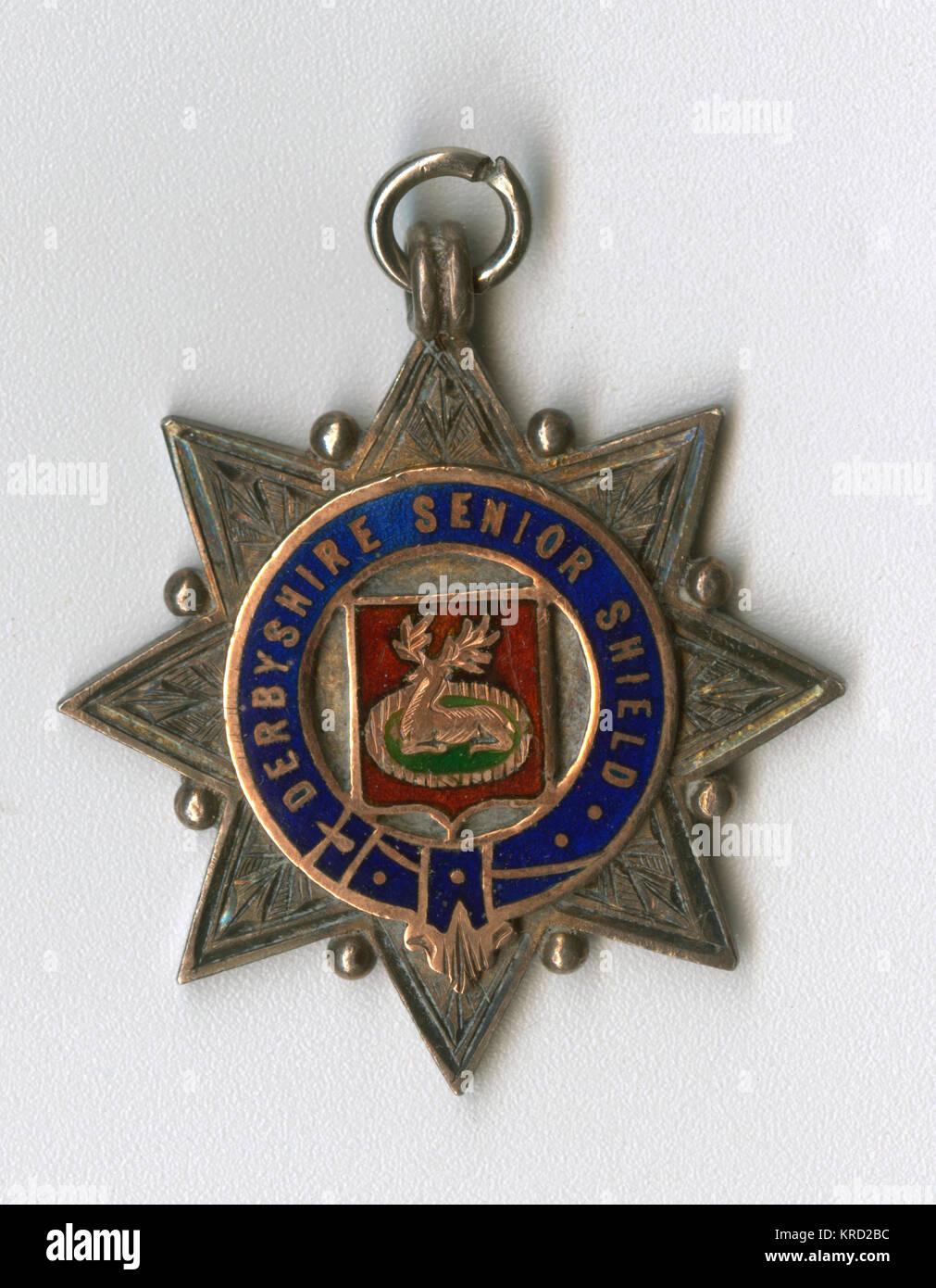 Deportes medalla del blindaje superior de Derbyshire, adjudicado a los finalistas en la temporada 1908-1909. Una Imagen De Stock