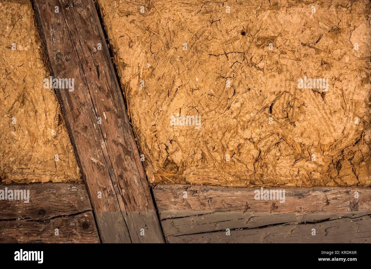 Pared de la casa con marco de madera y arcilla Foto & Imagen De ...