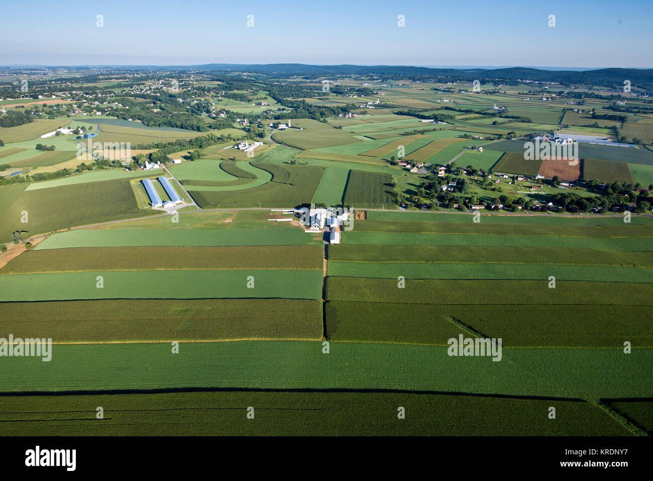 Vista aérea del contorno campos agrícolas y las mejores prácticas de gestión, Lancaster Pennsylvania Imagen De Stock