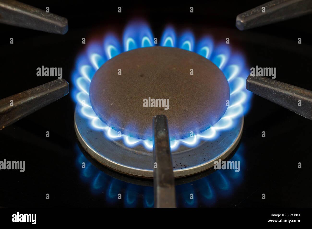 Gas hob im genes de stock gas hob fotos de stock alamy for Llama en la cocina