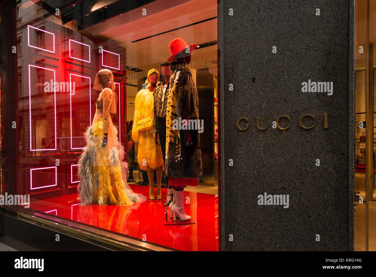 A Gucci Shop In A Mall Imágenes De Stock   A Gucci Shop In A Mall ... 83d3aeab99a