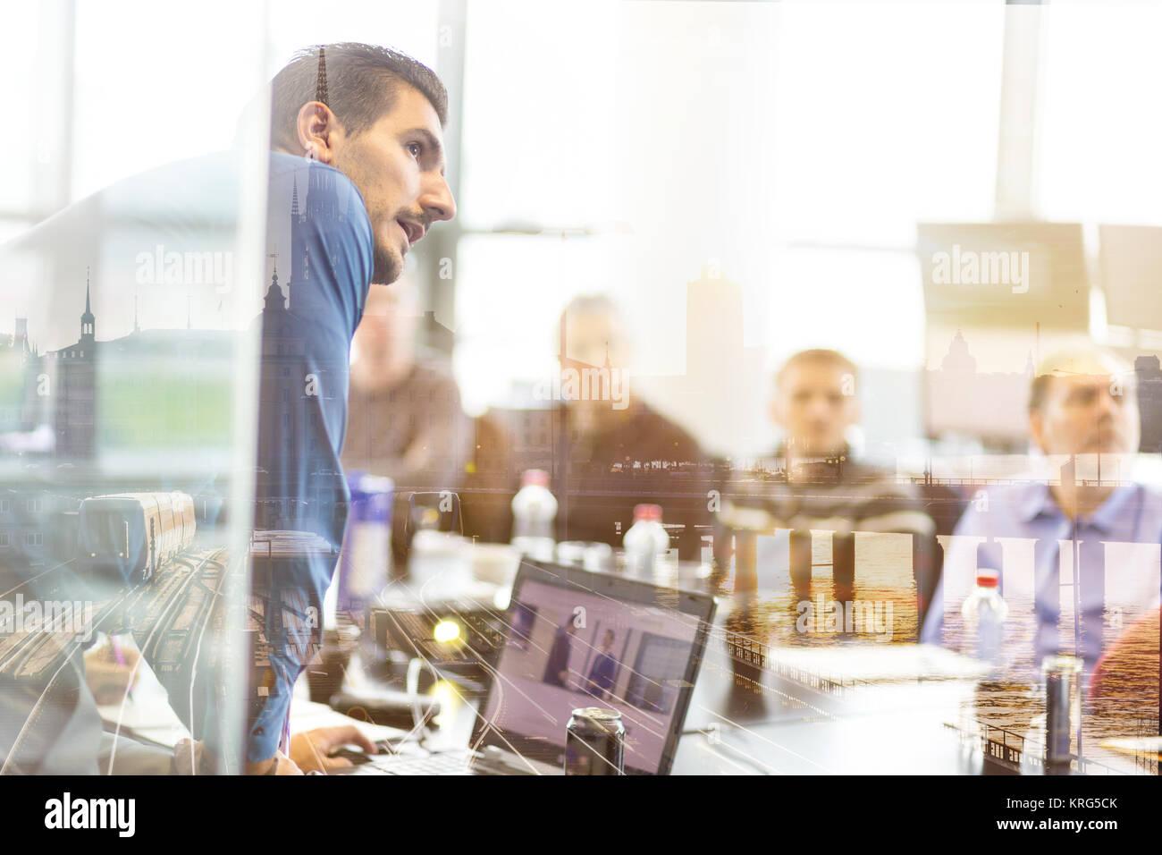 Presentación de Negocio en reuniones corporativas. Imagen De Stock